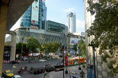 BANGKOK, THAILAND - December 6, 2017: Big C supercenter, in the opposite of Central World, on Ratchadamri road. Ar traffic near the Big C suppercenter Royalty Free Stock Photos