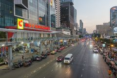 BANGKOK, THAILAND - December 24, 2017: Big C supercenter, in the opposite of Central World, on Ratchadamri road. Car traffic near the Big C suppercenter Stock Images