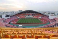 Bangkok Thailand - December 8, 2016: Brett vinkelskott av nationell stadion för Rajamangala hem av Thailand Sikt från platsfan Arkivfoto