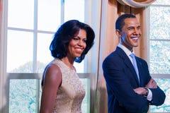 BANGKOK THAILAND - DECEMBER 19: En waxwork av Barack och Michell arkivfoto