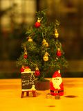 Bangkok Thailand - December 19, 2017 Glad jul Toy Deco Royaltyfria Foton