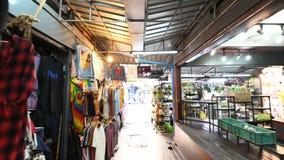Bangkok Thailand - December 22, 2018: Hyper tidschackningsperiod av den Chatuchak helgmarknaden i Bangkok lager videofilmer
