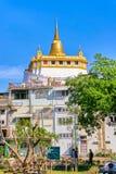 BANGKOK THAILAND - DECEMBER 31, 2017: Kno för Wat Saket tempel också Arkivfoton