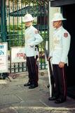 Bangkok Thailand, December 13,2013: Konungar bevakar i storslagen kunglig vän Royaltyfri Bild