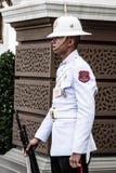 Bangkok Thailand, December 13,2013: Konungar bevakar i storslagen kunglig vän arkivfoto