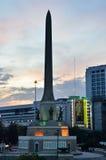 Bangkok THAILAND - December 27: 2014 Nattsikten Victory Monument är en stor militär monument i Bangkok på December 27: 2014 I Royaltyfri Foto
