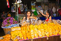 Sales booth with saleswomen at the flower market Pak Khlong Thalat in Bangkok Stock Images