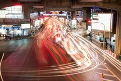 Bangkok Thailand - december 18: Trafikstockning på natten i central värld Royaltyfri Fotografi