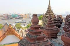 BANGKOK THAILAND - December 15, 2014: Wat Arun (tempel av gryning) Arkivfoton