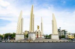 Bangkok Thailand: Demokratimonument Arkivbilder