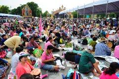 Bangkok/Thailand - 11 24 2012: Det thailändska folket protesterar mot gouvernmenten på den kungliga plazaen Royaltyfri Foto