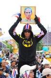 Bangkok/Thailand - 11 24 2012: Det thailändska folket protesterar mot gouvernmenten på den kungliga plazaen Arkivfoton