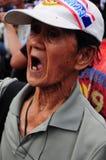Bangkok/Thailand - 11 24 2012: Det thailändska folket protesterar mot gouvernmenten på den kungliga plazaen Royaltyfria Bilder