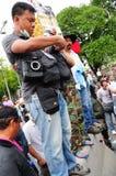 Bangkok/Thailand - 11 24 2012: Det thailändska folket protesterar mot gouvernmenten på den kungliga plazaen Arkivbilder