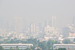 Bangkok, Thailand - 21. Dezember 2018: Bürogebäude unter Smog in Bangkok stockfoto