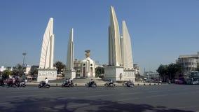 BANGKOK, THAILAND - 21. Dezember 2017: Das Demokratie-Monument in Bangkok stock footage