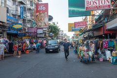 BANGKOK, THAILAND - 21. Dezember 2017: Khaosan-Straße morgens Straße Khao San ist Hotels eines berühmte niedrige Budgets und Gäst Lizenzfreie Stockfotografie