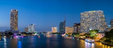 Bangkok, Thailand, am 31. Dezember 15 - Taksin-Brücke Stockbild