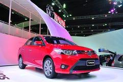 BANGKOK THAILAND - FÖRDÄRVA 30: All den nya Toyota Vio royaltyfri foto