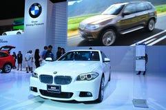 BANGKOK THAILAND - FÖRDÄRVA 30: BMW aktiv sh hybrid- 5 royaltyfria bilder