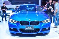 BANGKOK THAILAND - FÖRDÄRVA 30: Hybrid- bil 3 för BMW aktiv som visas på arkivbild