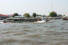 Bangkok, Thailand - 9. Februar 2015: Chao Phraya Express Boat ein Fa stockfoto