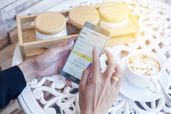 Bangkok, Thailand - Februar 12,2017: Samsung, das Amazonas-APP zeigt Lizenzfreie Stockbilder