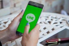 Bangkok, Thailand - Februar 12,2017: Samsung note5, das Linie zeigt Stockfotos