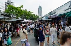 BANGKOK, THAILAND - 19. FEBRUAR 2017: touristisches Einkaufen in Chatu Stockbilder