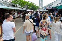 BANGKOK, THAILAND - 19. FEBRUAR 2017: touristisches Einkaufen in Chatu Lizenzfreie Stockfotografie