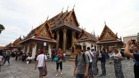 Bangkok Thailand-Februari 3, 2017: Den storslagna Royal Palace i Bangkok är den populäraste och mest besökte dragningen många lager videofilmer