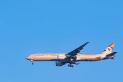 BANGKOK THAILAND - 11,2017 FEBRUARI: etihad luchtvaartlijnvliegtuig arriv Stock Foto