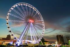 BANGKOK THAILAND - 10 FEBRUARI: Ferris Wheel in ASIATIQUE R Stock Afbeelding