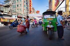 BANGKOK THAILAND - 24,2015 FEBRUARI: het de mensenleven van Bangkok op yao Stock Foto's