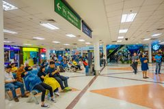 BANGKOK THAILAND - FEBRUARI 01, 2018: Inre sikt av oidentifierat folk som sitter i stolen i område för mötepunkt Fotografering för Bildbyråer