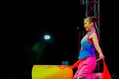 Bangkok, Thailand - Februari 20 2016: Jinan acrobatische groep per Stock Foto's
