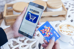 Bangkok, Thailand - Februari 12.2017: Samsung die Amazonië app tonen Royalty-vrije Stock Afbeelding