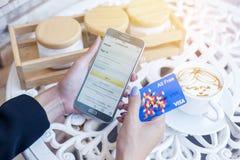 Bangkok, Thailand - Februari 12.2017: Samsung die Amazonië app tonen Stock Afbeelding