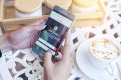 Bangkok Thailand - Februari 12,2017: Samsung visning med Airbn Royaltyfri Bild