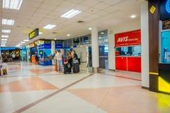 BANGKOK THAILAND - FEBRUARI 01, 2018: Suddigt folk som väntar på skriva in av Chiang Mai International Airport, är den Royaltyfria Foton