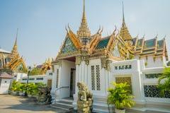 BANGKOK THAILAND, FEBRUARI 02, 2018: Utomhus- sikt av det guld- taket på den storslagna slotten, Bangkok Arkivbilder