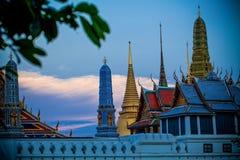 BANGKOK, THAILAND - 18 FEBRUARI, 2011: Zonsondergang van Groot Paleis van Thailand Royalty-vrije Stock Foto's