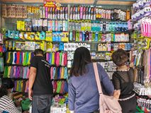 BANGKOK, THAILAND - FEBURARY 4, 2017: People choose to buy mobil Royalty Free Stock Photography