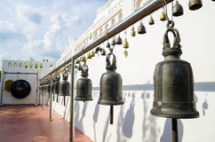 Bangkok, Thailand: Große Glocke am goldenen moutain Stockfotos