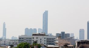 Bangkok, Thailand - 21. Januar 2019: Bürogebäude unter Smog in Silom und in Sathorn-Bezirk, Bangkok stockfotos