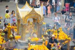 Bangkok, Thailand - 27. Januar 2018: Der Erawan-Schrein, Thao Maha Phrom Shrine, ist ein hindischer Schrein in Bangkok, Thailand, Lizenzfreie Stockbilder