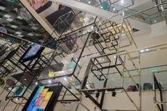 Bangkok, Thailand: 29 januari, 2017 bij Siam Discovery Chinese New Year-gebeurtenis De kunstmatige lamp is een vorm van vogels Royalty-vrije Stock Foto