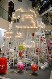 Bangkok, Thailand: 29 januari, 2017 bij Siam Discovery Chinese New Year-gebeurtenis De kunstmatige lamp is een vorm van vogels Royalty-vrije Stock Foto's