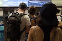 Bangkok Thailand - Januari 26, 2018: Biljettkontor på MRTEN arkivfoton