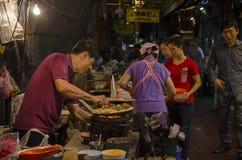 Bangkok, Thailand - 31 Januari 2015: Chinese chef-kok die een chi koken Royalty-vrije Stock Afbeelding